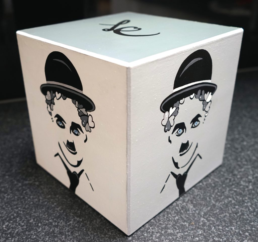 Black & white Chaplin's box 2-2